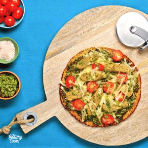 Cauliflower pizza with chick'n chives sausage and kale pesto